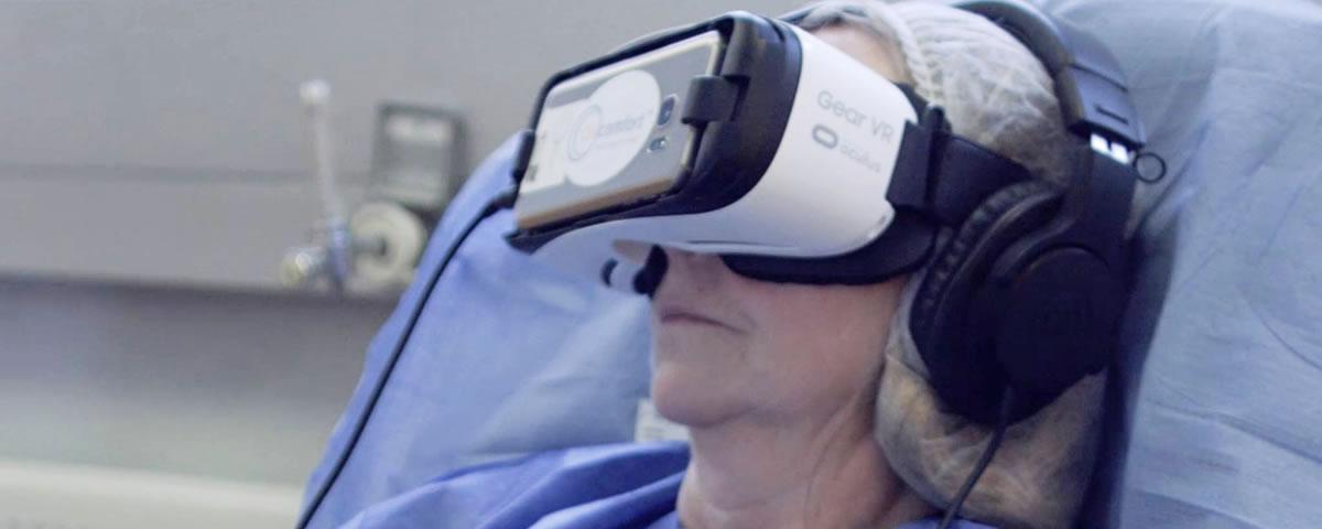 Paciente usa óculos de Realidade Virtual com Oncomfort